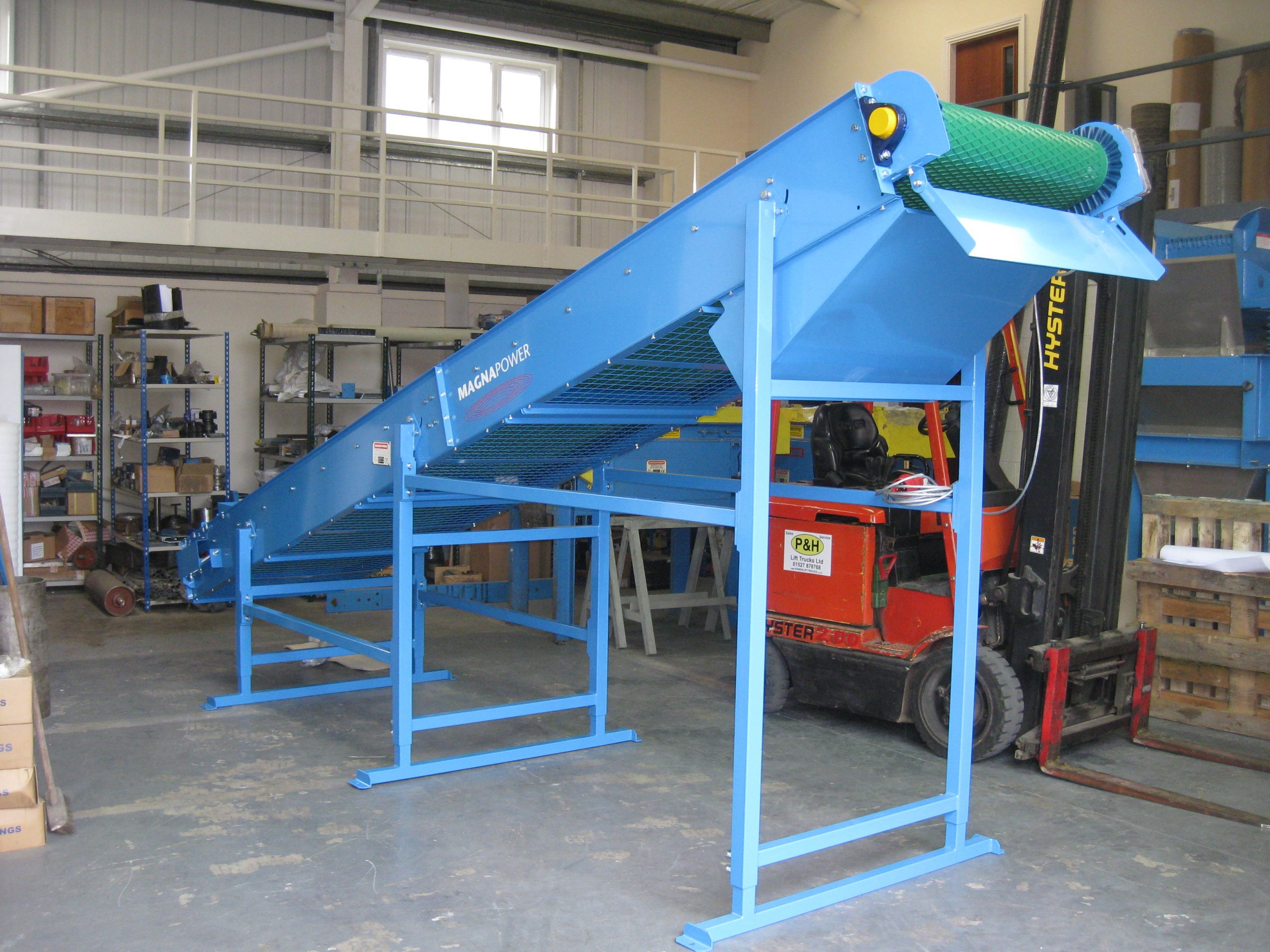 Conveyor with Rare Earth Neodymium Head Pulley for copper granules