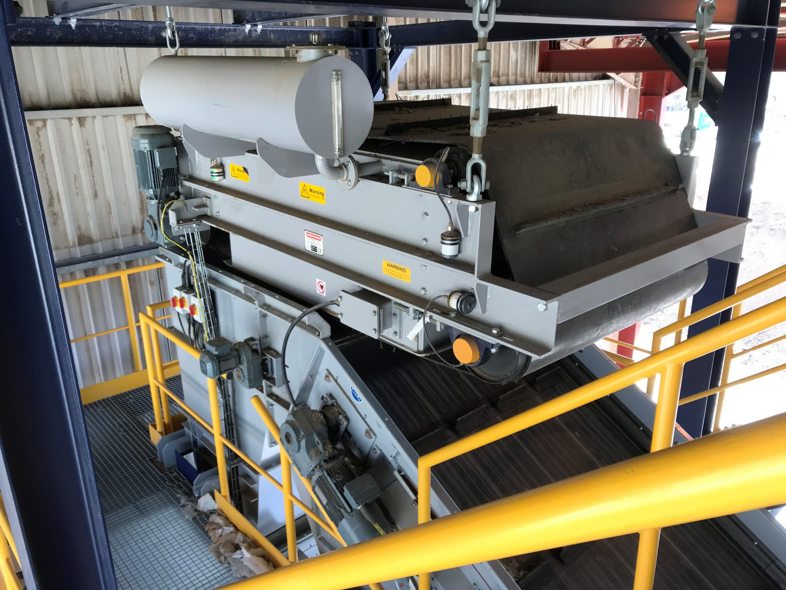 Electro overband for ferrous separation in C&D waste plant