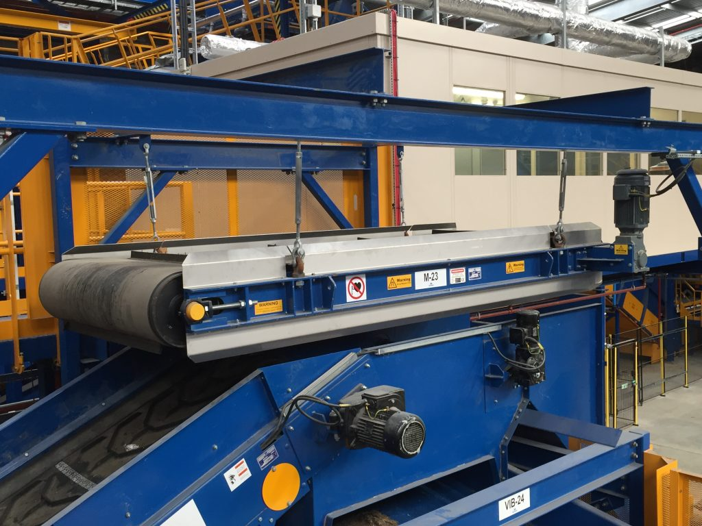 High gap inline overband in household waste processing plant