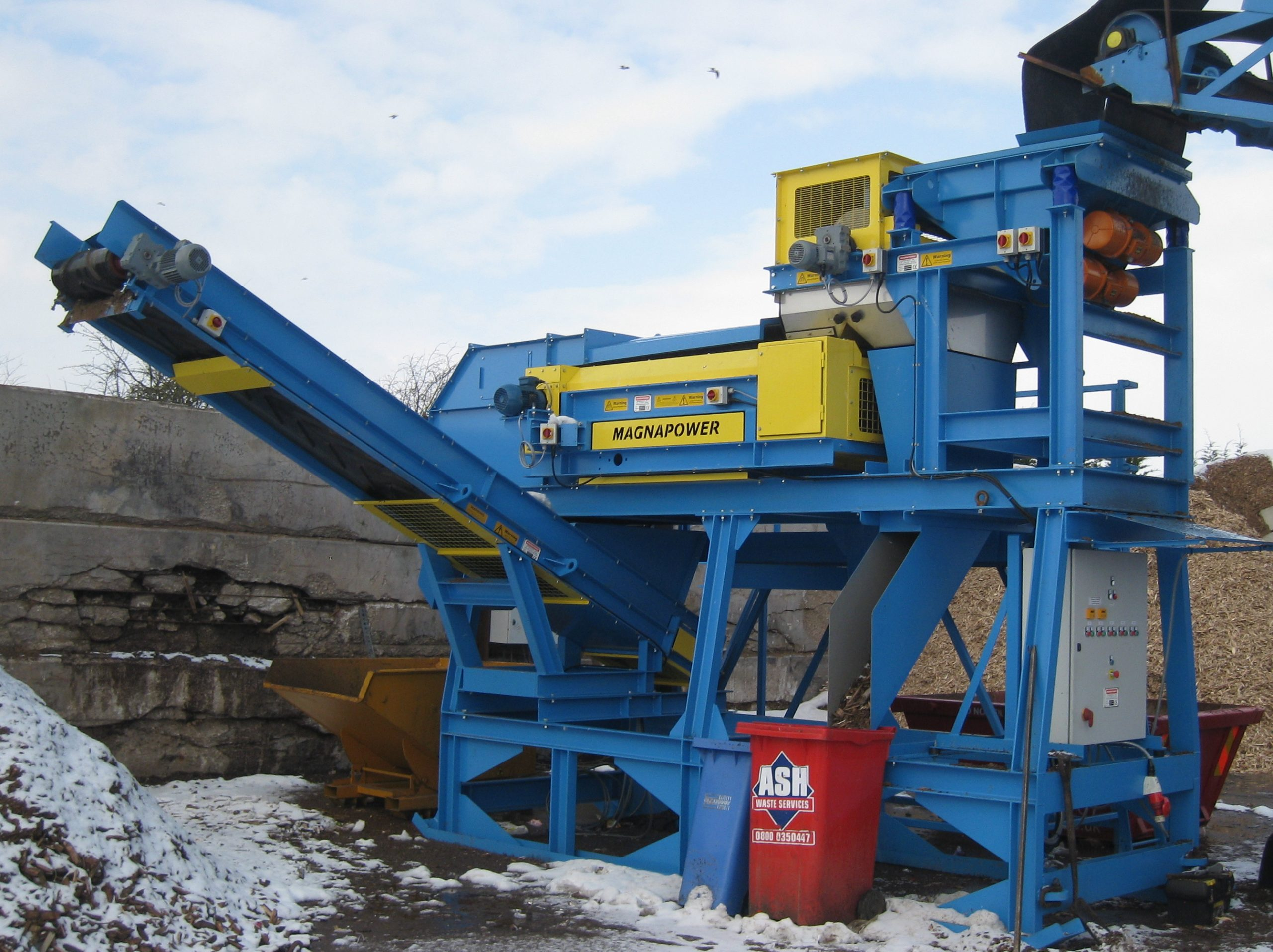Mobile ECS fitted with out feed conveyors